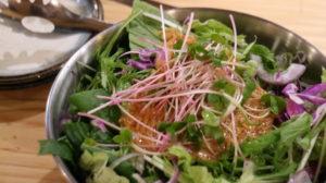 ステーキとおやさい なおちゃん_名物 生野菜サラダ(フル)_059